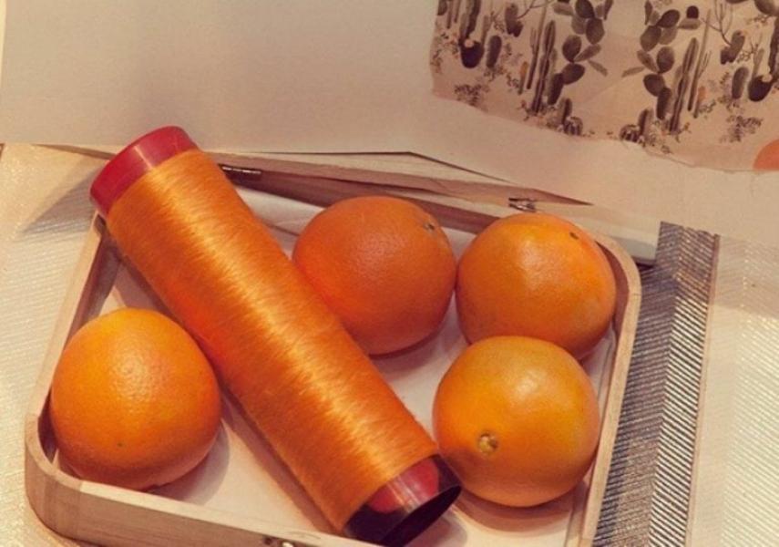 Feita do bagaço da laranja, seda vegana viabiliza criação de tecidos sustentáveis