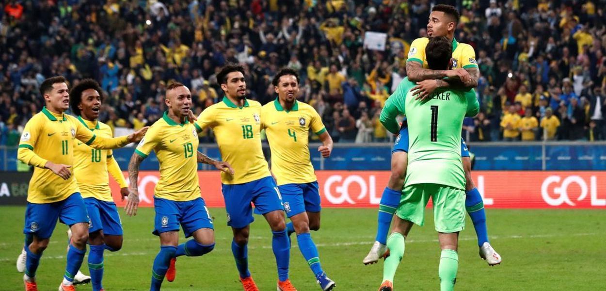 Resultado de imagem para Brasil derrota Peru, volta a erguer taça em casa e conquista nono título