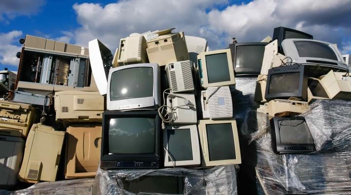 Imbituba: Ponto de coleta de resíduos eletrônicos é colocado em escola da área central | Notisul - Um Jornal d - Portal Notisul