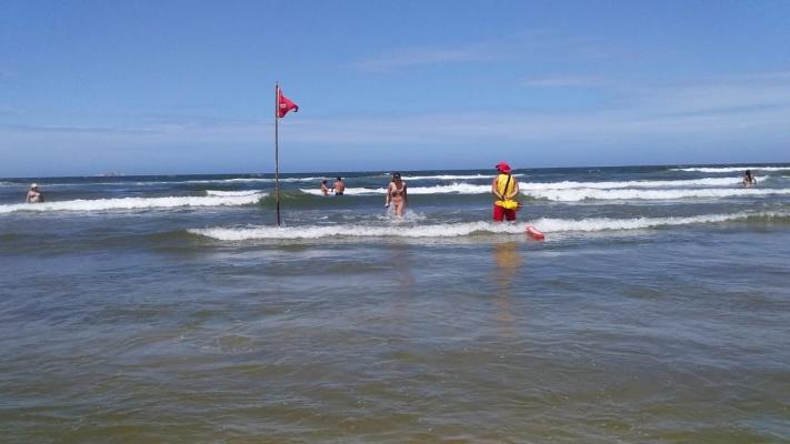 Guarda-vidas já atuam nas praias de Garopaba, Imbituba e Laguna | Notisul - Um Jornal de Verdade - Portal Notisul