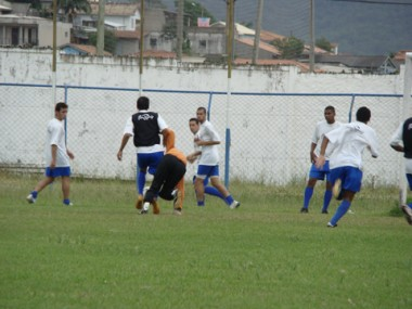 O técnico Rafaelli Graniti orientou ontem os jogadores no último treino antes do confronto contra o Brusque.