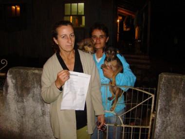 Maria e Juliana procuram uma casa para ficar por poucos dias.