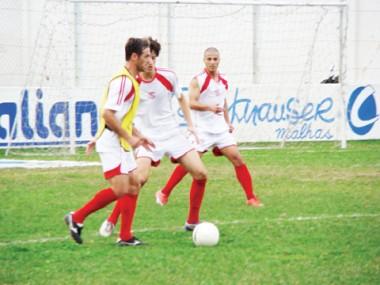 Mesmo sem técnico, os jogadores seguem com os trabalhos no Anibal Costa.