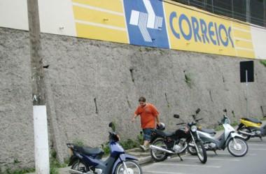 O paredão dos Correios, que ocupa espaço destinado aos pedestres, sofrerá recuo.