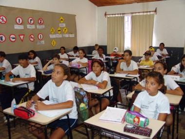 Mesmo com o ponto facultativo na prefeitura, amanhã, as aulas ocorrerão normalmente para o ensino fundamental.