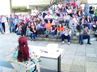 Em Florianópolis, mais de 200 servidores fizeram uma manifestação.