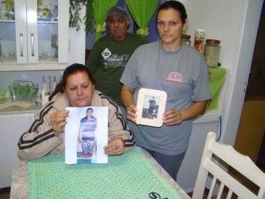 Os pais de Ricardo, Delir Cipriano Diomar e Sebastião Diomar, e a viúva Simone da Rosa ainda lamentam a morte do eletricista.