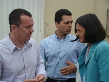 O juiz Elleston Canali (E) e o promotor Sandro de Araújo (C) acompanharam o caso de perto.