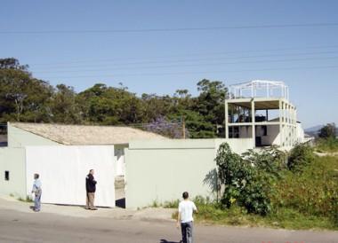 A maioria dos produtos roubados foi achada em um galpão no bairro Portinho, em Laguna.