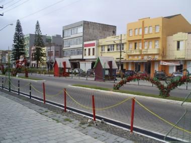 A decoração de Natal em Laguna será 'gigantesca', com estátuas de dois a quatro metros de altura, além de uma árvore de seis metros