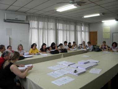 Profissionais que atuam nas escolas públicas e creches receberam a orientação de como deverá ser procedida a matrícula para 2010