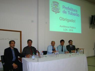 O controlador geral, Jacimar Torres, e os vereadores Ivo Stapazzol, Dionísio Bressan e Edson Firmino, e o professor Fábio Borges apresentaram a lei orçamentária anual, ontem