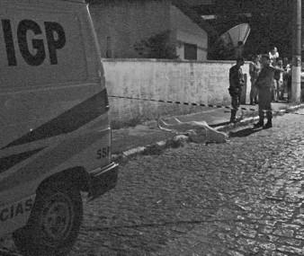 O corpo de Luis Fernando foi encontrado a 50 metros do bar onde iniciou a discussão com o assassino.
