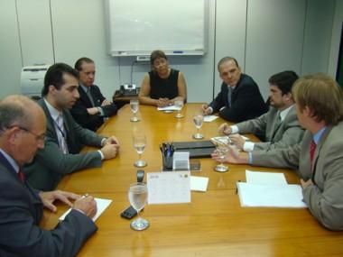 Deputados e assessores discutiram inclusão da obra do porto no orçamento.