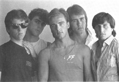 Na foto acima, a Banda Tubarão, na década de 80. Da esquerda para direita: Idalino Fretta, Guido Boabaid, Juca May, Deka May e Beto Ched.