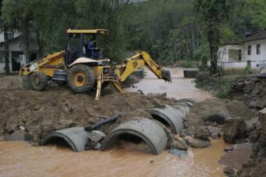 Entre janeiro a junho do ano passado, pontes e estradas foram literalmente levadas pela força das águas.