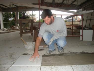 Na construção civil, há vagas de trabalho em Tubarão e Imbituba. Oferta de trabalho tem aumentado.