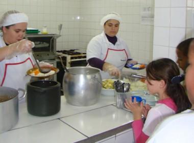 O processo de terceirização da merenda escolar teve início neste mês nas escolas de Tubarão.