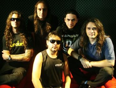 Banda Hangar faz show neste sábado, em Tubarão, para promover o novo álbum, lançado em abril.