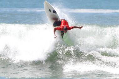 Surfistas profissionais de vários países já estão no Farol de Santa Marta e iniciam as disputas hoje de manhã.
