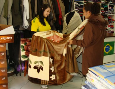 Na São Paulo Magazine, vendas de cobertores aumentaram nas últimas semanas por conta do frio. O inverno começou segunda-feira.