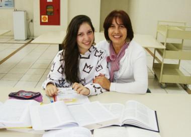 Anita tem muito a agradecer a mãe, Gorete, que ajudou a escrever as primeiras palavras. A família mora em Capivari de Baixo.