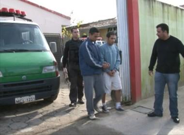 Em dupla, os detentos deixaram as instalações do presídio de Tubarão ontem de manhã e foram levados à Grande Florianópolis.