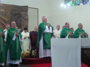 Dom Wilson Tadeu Jönck foi empossado ontem em celebração eucarística na Catedral de Tubarão.