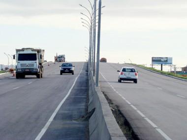 Em Imbituba, o Dnit ainda não definiu quando será instalada a iluminação nos postes dos viadutos.