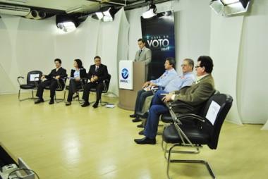 O debate de ontem, promovido pela Unisul TV, foi mediado pelo jornalista Rafal Matos. Seis candidatos ao governo do estado participaram.