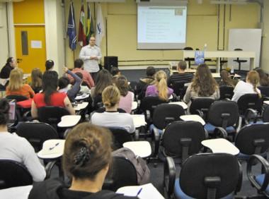 Dependência química foi tema de discussão em evento realizado na Unisul.