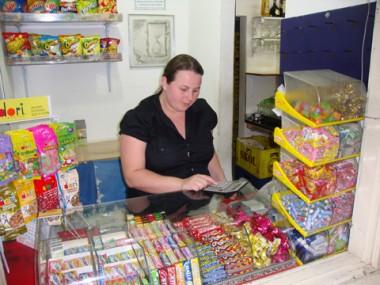 Bianca soma o prejuízo provocado pelos ladrões este ano: cerca de R$ 1 mil. Ela lamenta a participação de menores nos crimes.