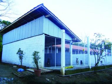 Efetivação do Centro de Zoonoses deve ocorrer em 2011. Por ora, apenas algumas baias foram construídas.