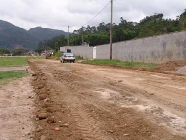 A rua João Bristot foi patrolada nesta sexta-feira.
