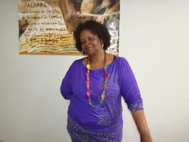 Alaíde já foi alvo de preconceito. Hoje, ela é a presidenta do Movimento Cultural de Conscientização Negra Tubaronense.