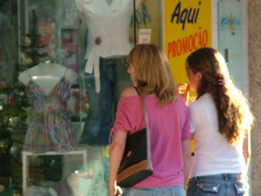 Comércio foi o setor econômico que mais contratou em outubro em Tubarão: foram 249 novas vagas.