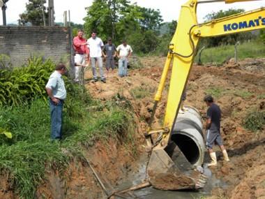 Obra começou ontem, no bairro São Basílio, um dos mais atingidos pelas chuvas.