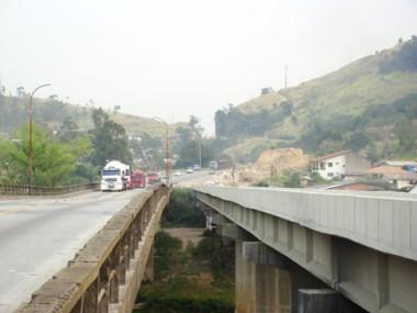 Ponte de Cabeçudas, em Laguna, e Morro do Formigão (foto), em Tubarão, são dois dos três pontos que ficaram de fora na concorrência original para a duplicação do trecho sul da BR-101, em 2004.