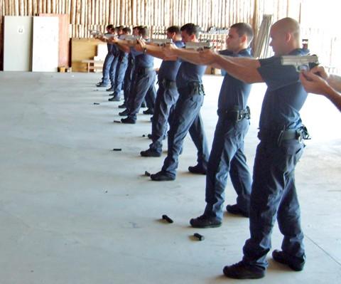 Quinze guardas municipais fizeram um curso de tiro este ano em Florianópolis e estão prontos para atuar.