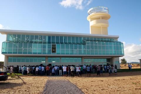 O terminal de Jaguaruna tem a maior pista de pouso e decolagem do sul do país. São 2,5 quilômetros de extensão e 30 metros de largura. Mais de R$ 50 milhões já foram gastos na implantação do aeroporto.
