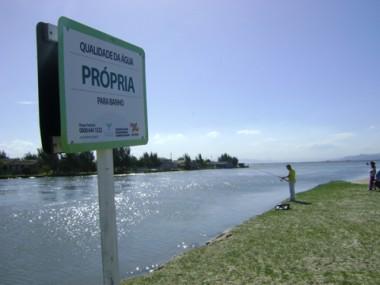 No Camacho, em Jaguaruna, a água está própria ao banho e à pesca.