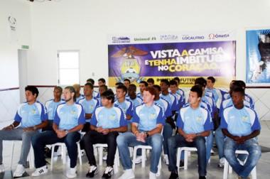 Seis dos 29 jogadores apresentados nesta sexta-feira no Estádio Ninho da Águia atuaram no Peixe este ano.