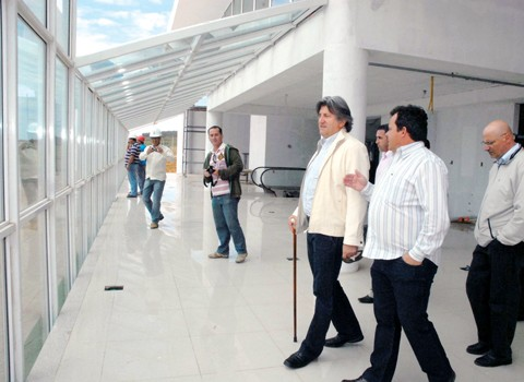 O governador Leonel Pavan (PSDB) vistoriou as obras do aeroporto no dia 16 de novembro.
