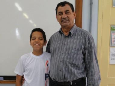 """O prefeito de Capivari de Baixo, Luiz Carlos Brunel Alves (PMDB) parabenizou pessoalmente Wellington por seu sucesso. """"Nossas escolas reservam grandes talentos. E Wellington, você é um deles!"""", elogio"""