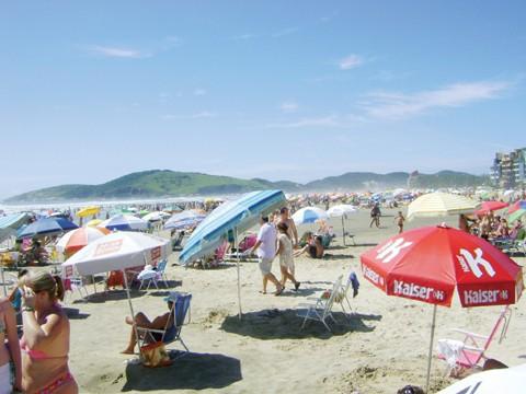Em Laguna, cerca de 300 mil pessoas são esperadas para esta temporada.