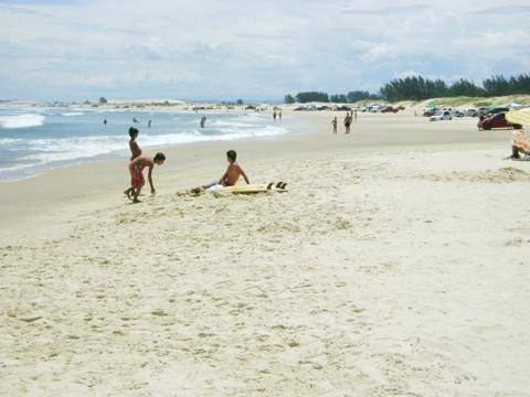No fim de semana, o tempo bom deverá movimentar as praias. Na foto, a praia do Cardoso, em Laguna.