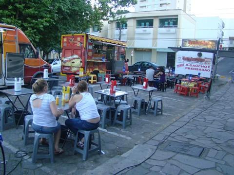 O novo ponto era solicitado há muitos anos pelos vendedores ambulantes. O ponto, em frente ao Itaú, oferece mais espaço.