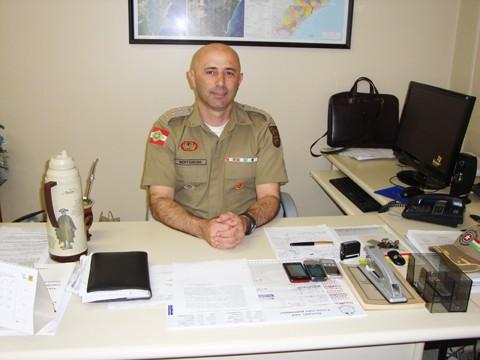 O comandante Ângelo Bertoncini reassumiu o comando do 5º BPM. O tenente-coronel ficou afastado seis meses para realizar um curso de especialização em gestão estratégica de  segurança pública, que o deixará habilitado para chegar ao posto de coronel.