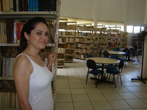 """Hoje, a biblioteca de Tubarão possui 26 mil livros. """"Com os recursos, será possível modernizar o ambiente e o acervo"""", comemora a gestora do espaço e autora do projeto selecionado, Ana Paula Ribeiro Guedes"""