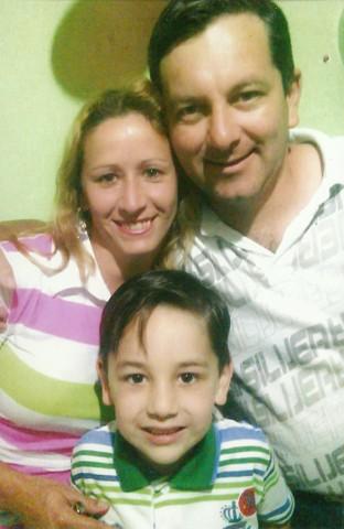 Mário Sérgio com a esposa Karla e o filho Maik. Somente Maik ainda não conheceu a possível avó